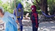 Et bain homme chauve-souris gelé drôle la magie Magie vase homme araignée super-héros contre Elsa kylo gelli baff |
