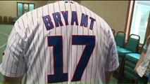 Kris Bryant Sends Thank You Cards to Cubs Fans Who Sent Them Wedding Gifts