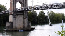 Trévoux: la grue d'un bateau de croisière s'encastre dans une passerelle, un marin tué