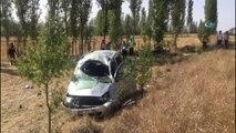 Kontrolden Çıkan Hafif Ticari Araç Tarlaya Uçtu: 1 Ölü, 3 Yaralı