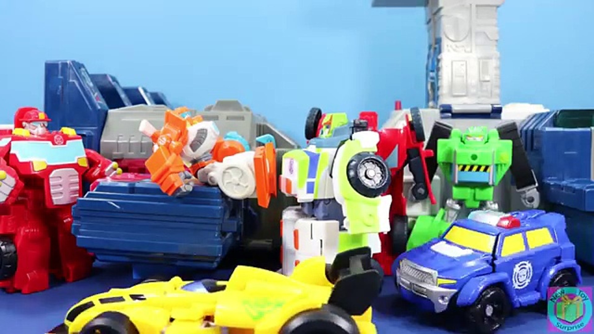 Transformers Rescue Bots Chase The Police-Bot Adventure with Bumblebee, Heatwave & Hoist!