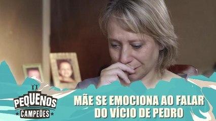Mãe se emociona ao falar do vicio de pedro