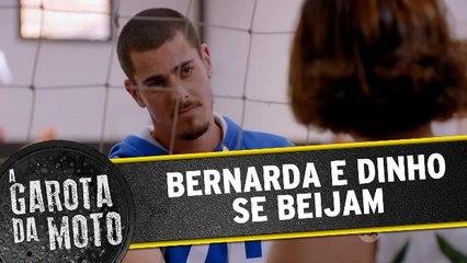 Bernarda e Dinho se beijam