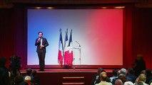 """Les partisans de Nicolas Dupont-Aignan applaudissent le refoulement des journalistes de """"Quotidien"""""""