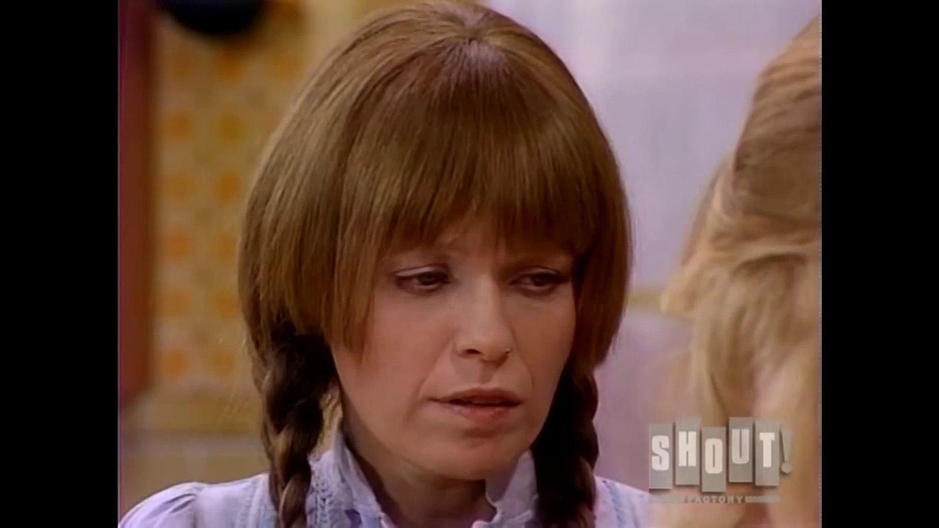 Mary Hartman, Mary Hartman  (1976) - Clip: Loretta Makes Charlie Breakfast