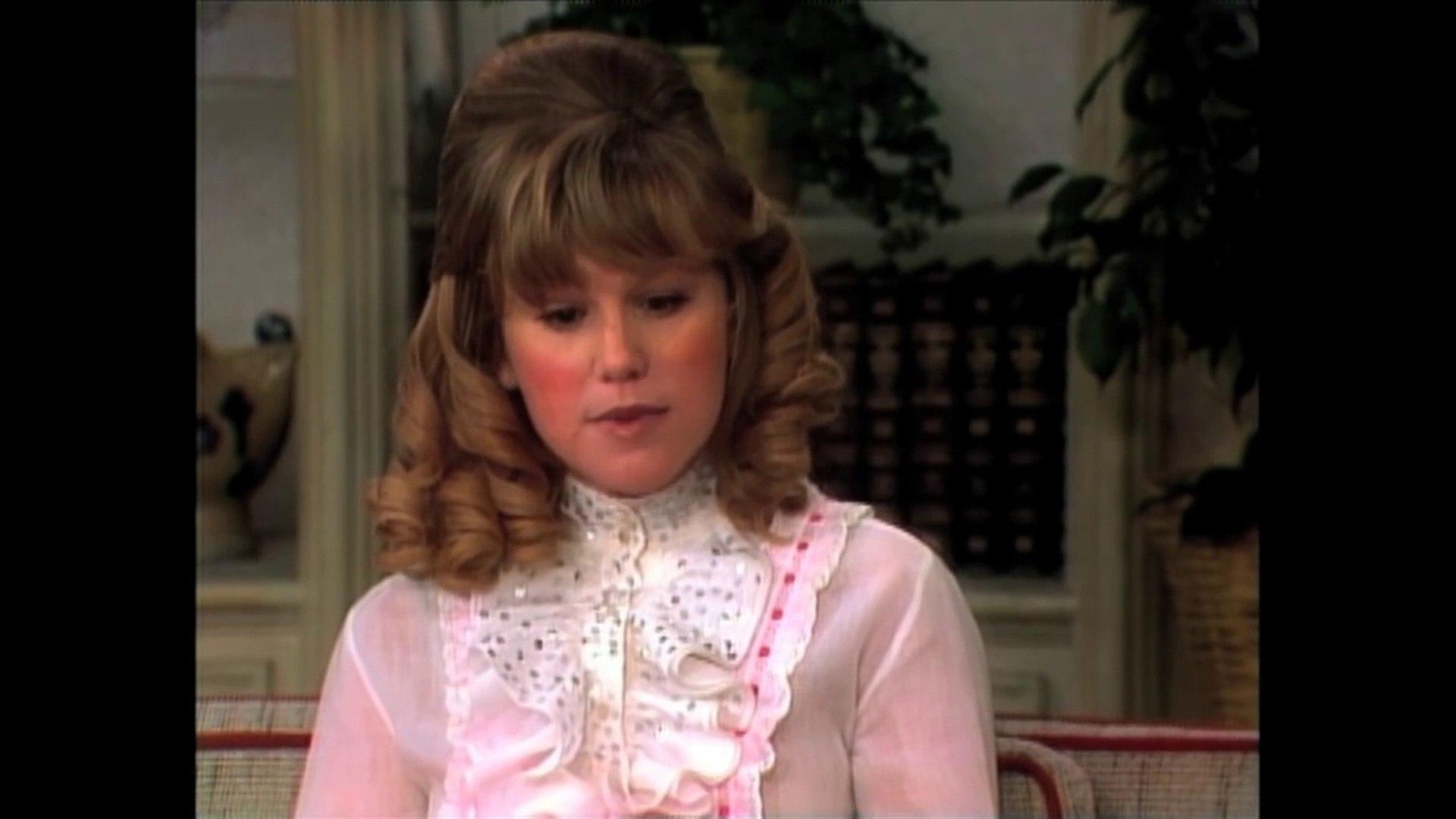 Mary Hartman, Mary Hartman (1976) - Clip: Lorretta Haggers appears on Dinah Shore