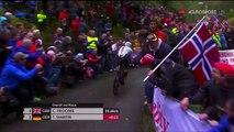 Un homme essaye de rattraper un cycliste se fait plaquer par la police !