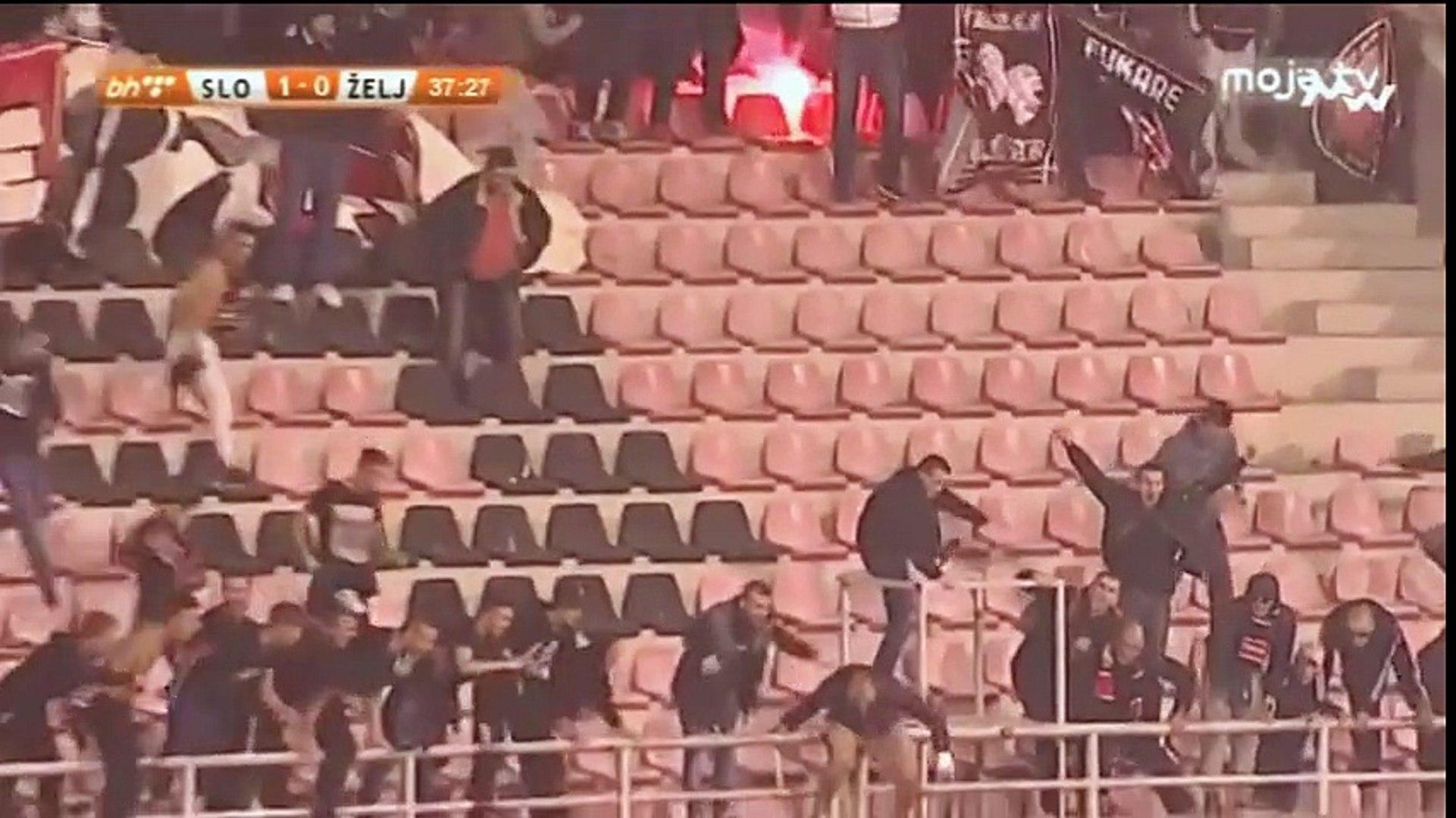 FK Sloboda - FK Željezničar / Navijači slavili sa igračima, ludnica na tribinama