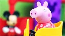 PIG GEORGE E PEPPA PIG BRINCANDO NO PARQUE DE DIVERSÃO DO MICKEY MOUSE DISNEY! BRINQUEDOS KIDSTOYS