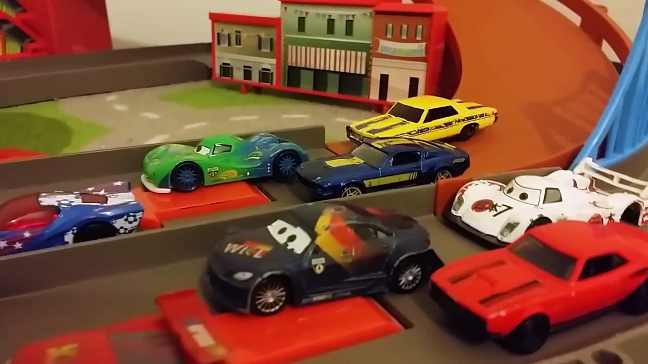CARS 2 Disney Cars vs Hot Wheels Racing Cars DIECAST Pixar CARS Collection