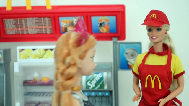 Frozen Anna vai com Gabriel e Luiza fazendo regime no Mcdonalds!!! Em Portugues Tototoykid