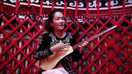 Kirghizistan/ chant et luth komuz