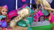 CAR WASH ! Elsa and Anna toddlers wash their drawings - Barbie is happy - Little Elsa splashes Anna