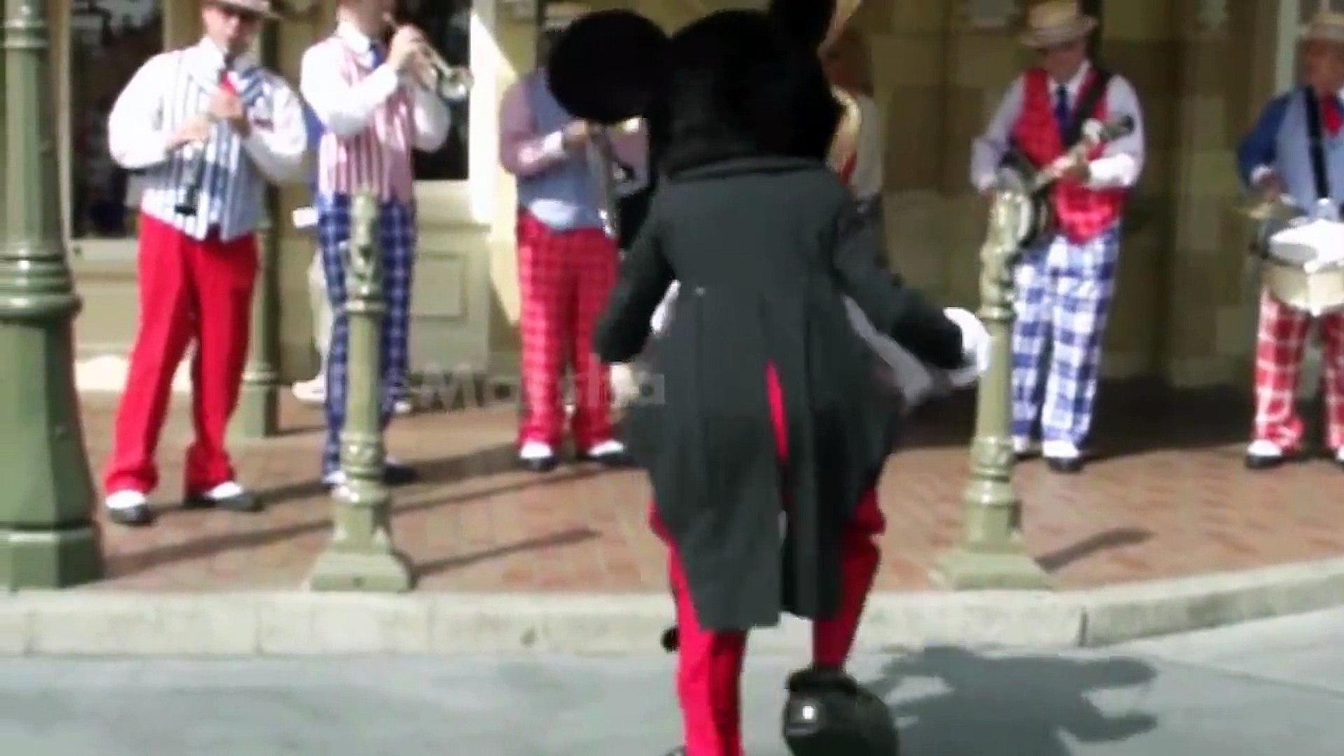 Mickey Mouse Badut Joget Lucu Cwxtudgipxq