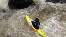 Un Kayak piégé dans une rivière agitée secouru de justesse