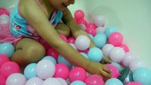 Playing with balls at bath time - Kids Pool Fun Balls - Peppa Pig Swimming Costume
