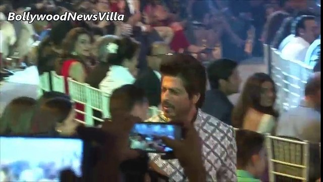 Showstopper Shahrukh Khan walks the ramp at Mijwan Fashion Show 2017 _ Full Ramp Walk Video.