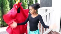 King Crab vs Shiloh and Shasha MERMAID!! - Onyx Kids