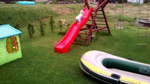 Zabawa na zjeżdżalni Fun on the slide Spaß auf dem Schlitten The slide Spielplatz.slide fun