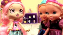 Shopkins! Anna and Elsa Toddlers are Shoppies! Shopkins Vending Machine Bubbleisha Frozen Shopkins