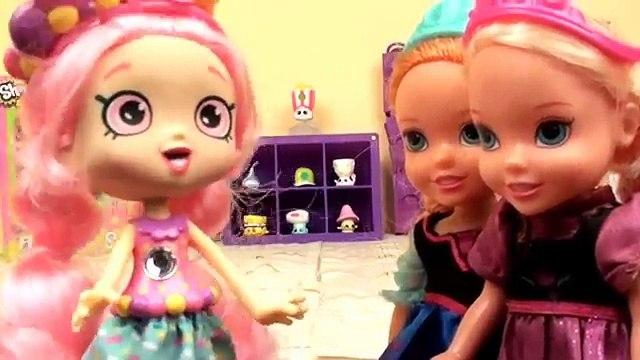 Shopkins! Anna and Elsa Toddlers are Shoppies! Shopkins Vending Machine Bubbleisha Frozen Shopkins