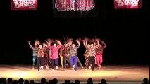 Des Japonaises dansent sur la musique Abba