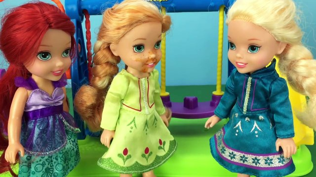 Hot Sauce or Ketchup? Frozen Anna Toddler Finds Out with Frozen Elsa, Ariel, Ursula and More!