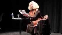 Brigitte Fossey lit « Pas pleurer » de Lydie Salvayre, présidente du salon du livre, au musée Pierre-Noël.
