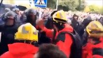Referendum- Katalonische Polizei und Feuerwehr VS Spanische Polizei