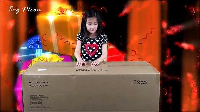 A Super Big Box from American Girl: Julies Car Wash Set
