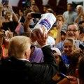 Lancer d'essuie-tout et maladresses: Trump à Porto Rico