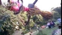 Gros raté lors de l'installation d'une statue géante en Inde pour la fête Vijayadashami