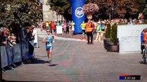 Un marathonien se trouve avec les parties intimes à l'air !
