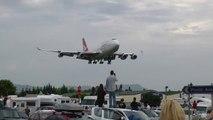 Qantas 747 landing at wollongong airport VH-Oja
