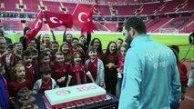 Milli Takım Çocuk Kulübü'nden Arda Turan'a sürpriz