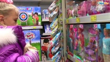 Ярослава с Куклой Барби ШОППИНГ в Магазине Игрушек Покупка Новогодней Елки Barbie Dolls