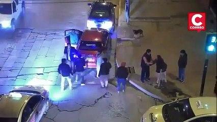 Sokak Ortasında Kadını Döven Adama Halk Meydan Dayağı Attı