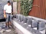Un ouvrier pose des briques d'une façon complètement incroyable et original !