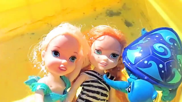 Anna and Elsa Toddlers Swimming Play Pirate Waterpark Frozen Turtle Dive for Shopkins Toys In Action