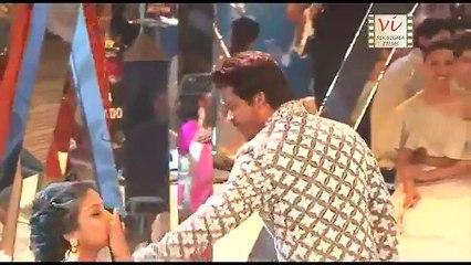 Shah Rukh Khan & Anushka Sharma s First Ramp Walk Together   Six Sigma Films - YouTube
