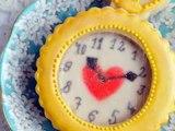 How To Make Alice in Wonderland Pocket Watch Cookie, Isomalt Glass Effect
