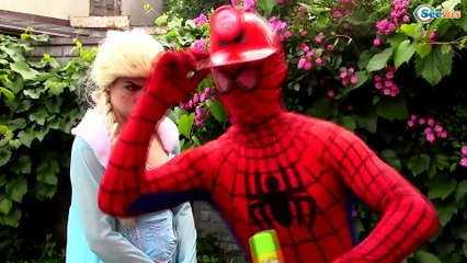 Frozen Elsa & Spiderman turns into MERMAIDS! w/ Hulk Pink Spidergirl & Spider Babies