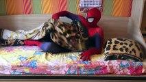 Kötü Noel Baba Batman VS Motorcu Örümcek Adam Patlatıldı Ve Noel Oyuncak süper kahramanlar