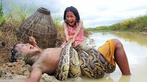 Terrifying!! Three Little Kids Catch Extremely Big Snake While Fishing (Part 2)
