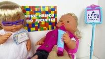 La doctora Nenuco y su maletín médico de juguetes Nenuco visitan a la hermanit