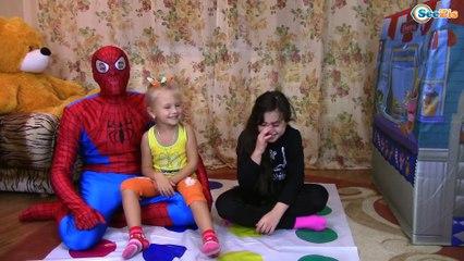 Челлендж Играем с Человеком Пауком в игру Твистер Challenge Twister Play with Spiderman
