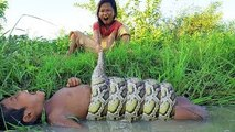 Terrifying!! Brave Little Children Catch Extremely Big Snake in Water While Fishing