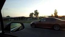 Une BMW et une Tesla qui faisaient la course ont une grosse surprise sur une autoroute russe