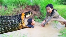 Wow!! Poor Kids Catch a lot of Snakes From Two Holes - How To Catch Snakes by Digging Hole
