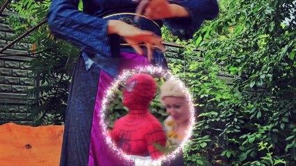 Spiderman KISSING & are Frozen Elsa! w/ Hulk Pink Spidergirl Anna Joker Maleficent